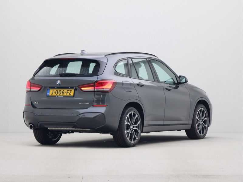 BMW X1 sDrive18i Executive Edition M-Sport Automaat afbeelding 13