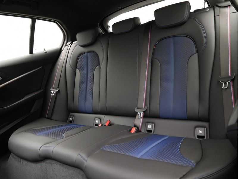 BMW 1 Serie 118i Corporate Executive M Sport afbeelding 13