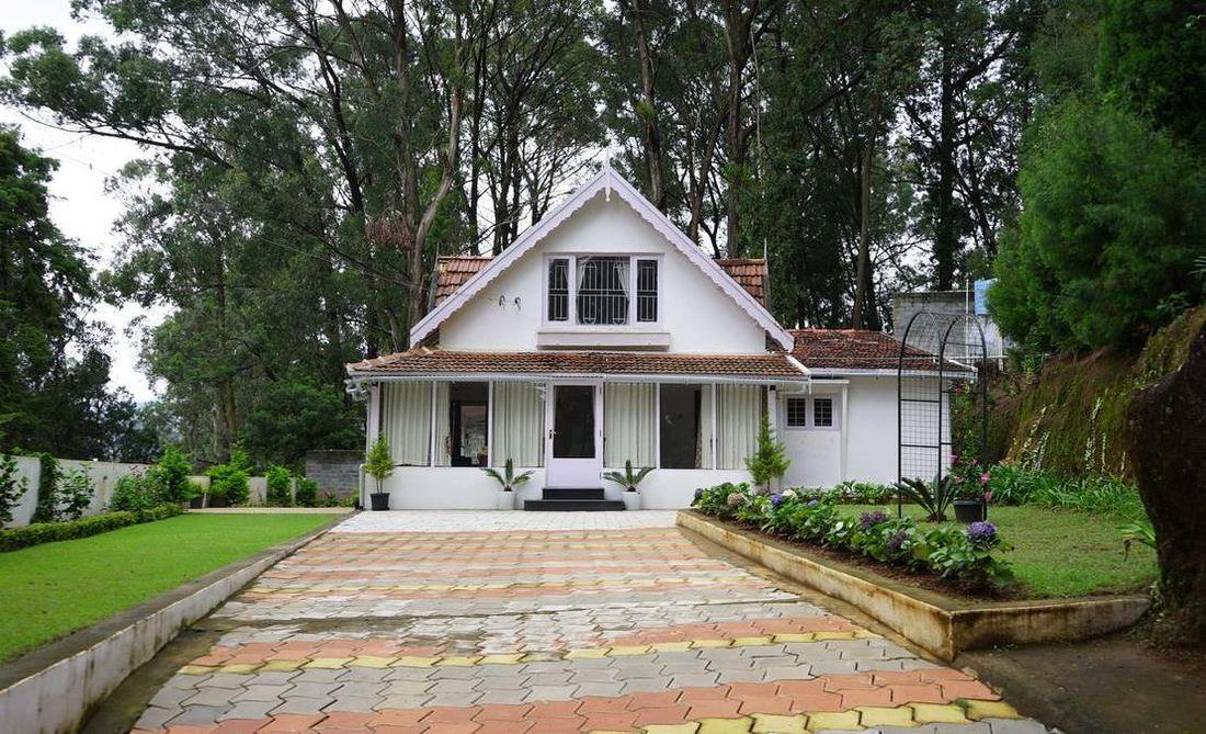 Quail Hill Carmel House Drive way