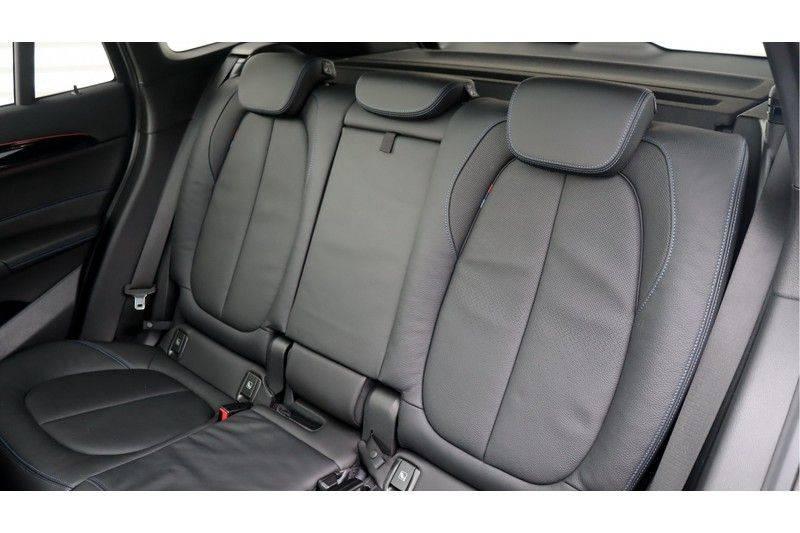 BMW X1 xDrive20i High Executive M Sport Panoramadak, Head-Up Display, Leder, Trekhaak afbeelding 18