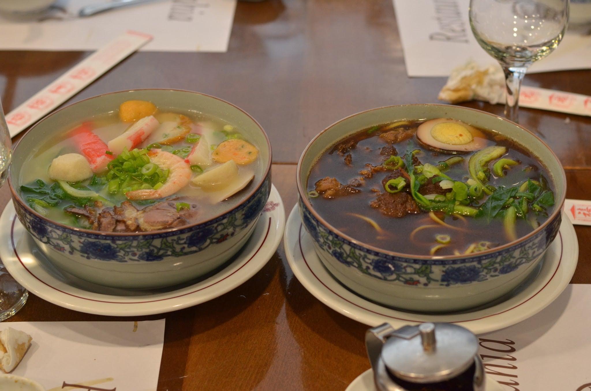 Noodle soup na parehong napakasarap: seafoods at beef