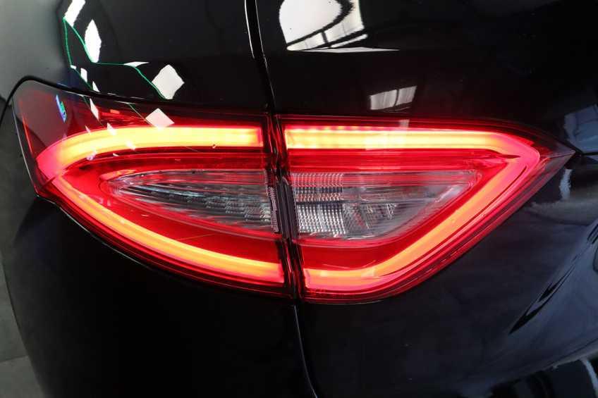 """Maserati Levante 3.0 V6 D AWD STARTECH UNIEK! Panoramadak Diamond Leder Xenon 21""""LM 275 PK! *tot 24 maanden garantie (*vraag naar de voorwaarden) afbeelding 5"""