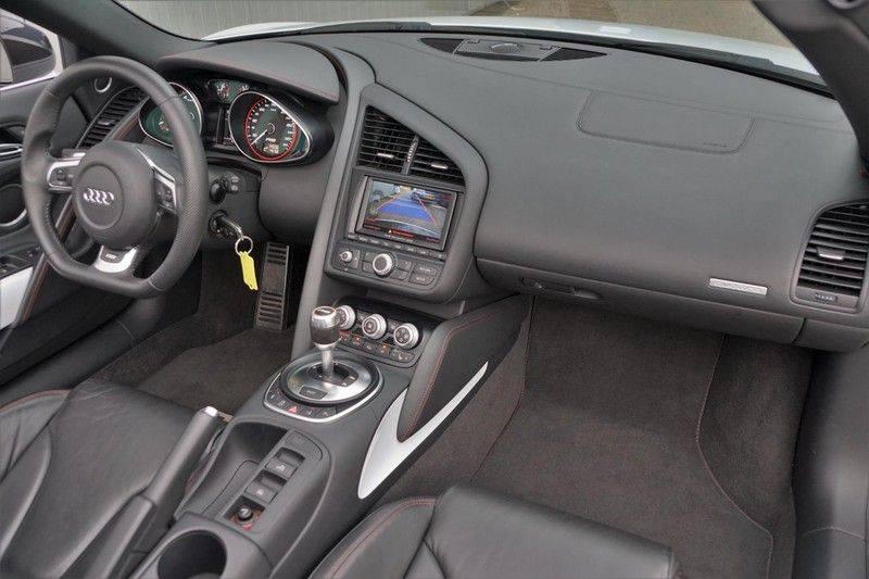 Audi R8 Spyder 5.2 V10 FSI / Akrapovic / Carbon Pack / B & O / Ceramic / Camera / Audi Exclusive / Cruise afbeelding 4