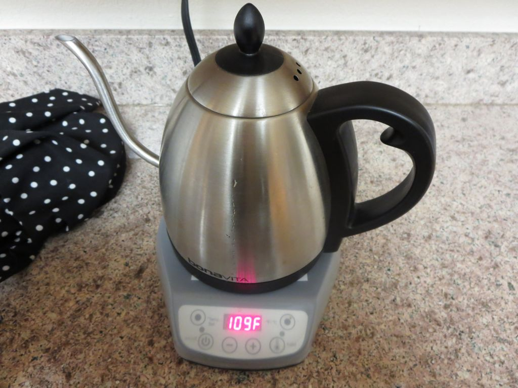 Electric kettle at 109 degrees