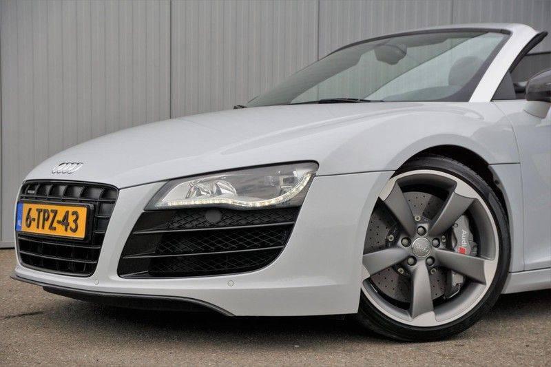 Audi R8 Spyder 5.2 V10 FSI / Akrapovic / Carbon Pack / B & O / Ceramic / Camera / Audi Exclusive / Cruise afbeelding 25