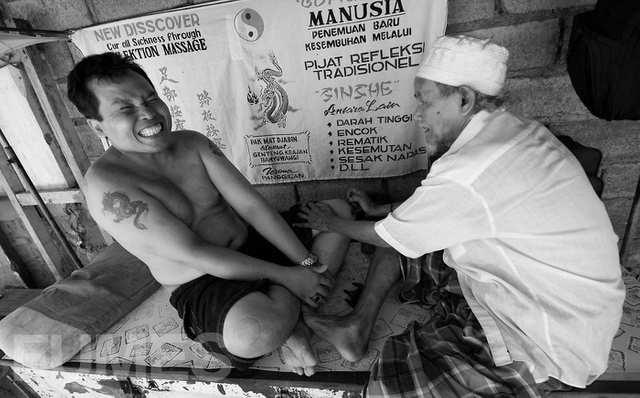 Fumes - Human Mechanic - photo by ALEJANDRO PLESCH