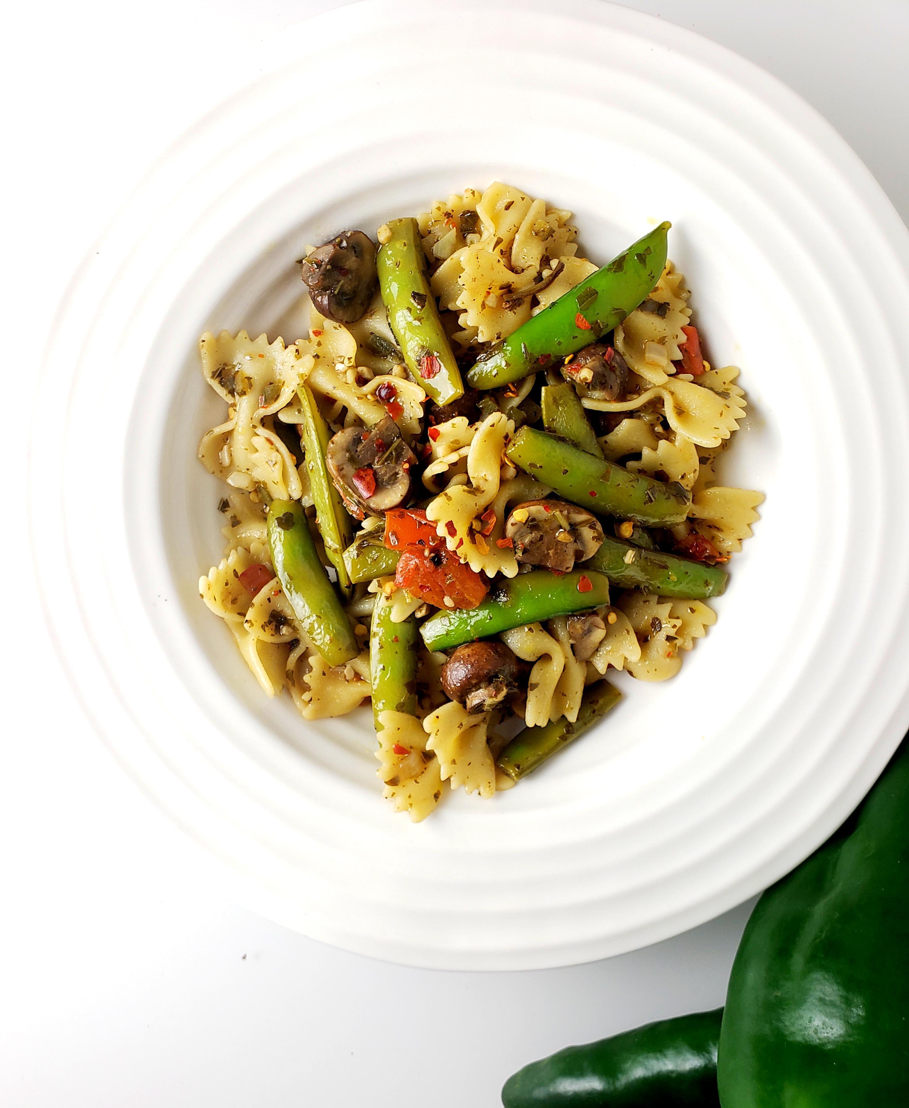 Bowl of firecracker bowtie pasta
