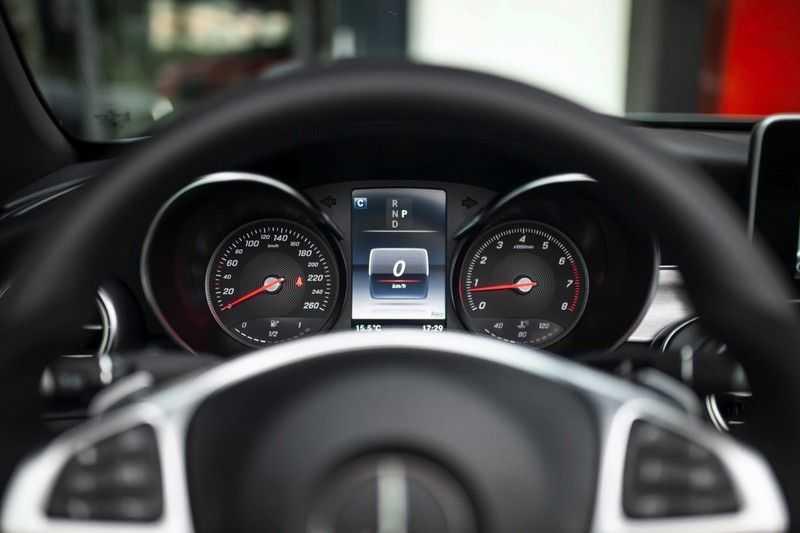 Mercedes-Benz C-Klasse Cabrio 180 Premium *AMG-Line / Airscarf / Keyless Go* afbeelding 2