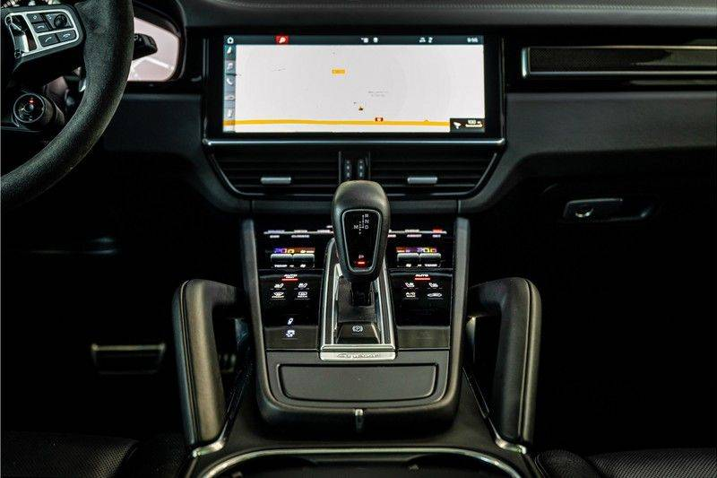 Porsche Cayenne 4.0 Turbo   Head-Up   Carbon   Panorama   3D Camera   BOSE   Trekhaak   Afwijkende stikselkleur   Stoelventilatie   NP 252.000! afbeelding 25