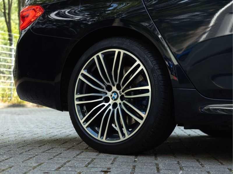 BMW 5 Serie Touring 530i xDrive M-Sport - Individual Leder - Trekhaak - Stoelventilatie afbeelding 9