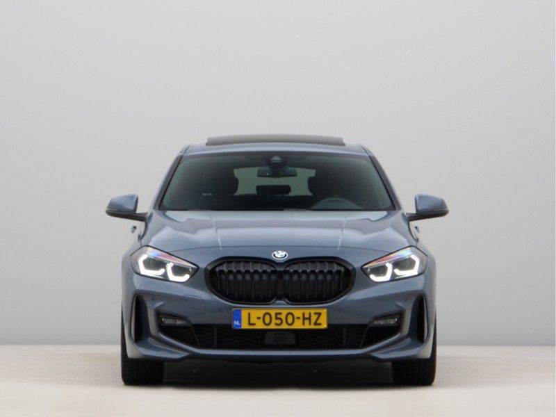 BMW 1 Serie 120i High Exe M-Sport Aut. afbeelding 6