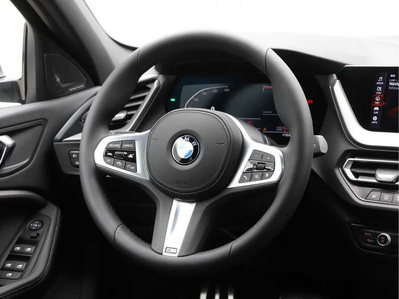 BMW 1 Serie 118i High Exe M-Sport Aut. afbeelding 5