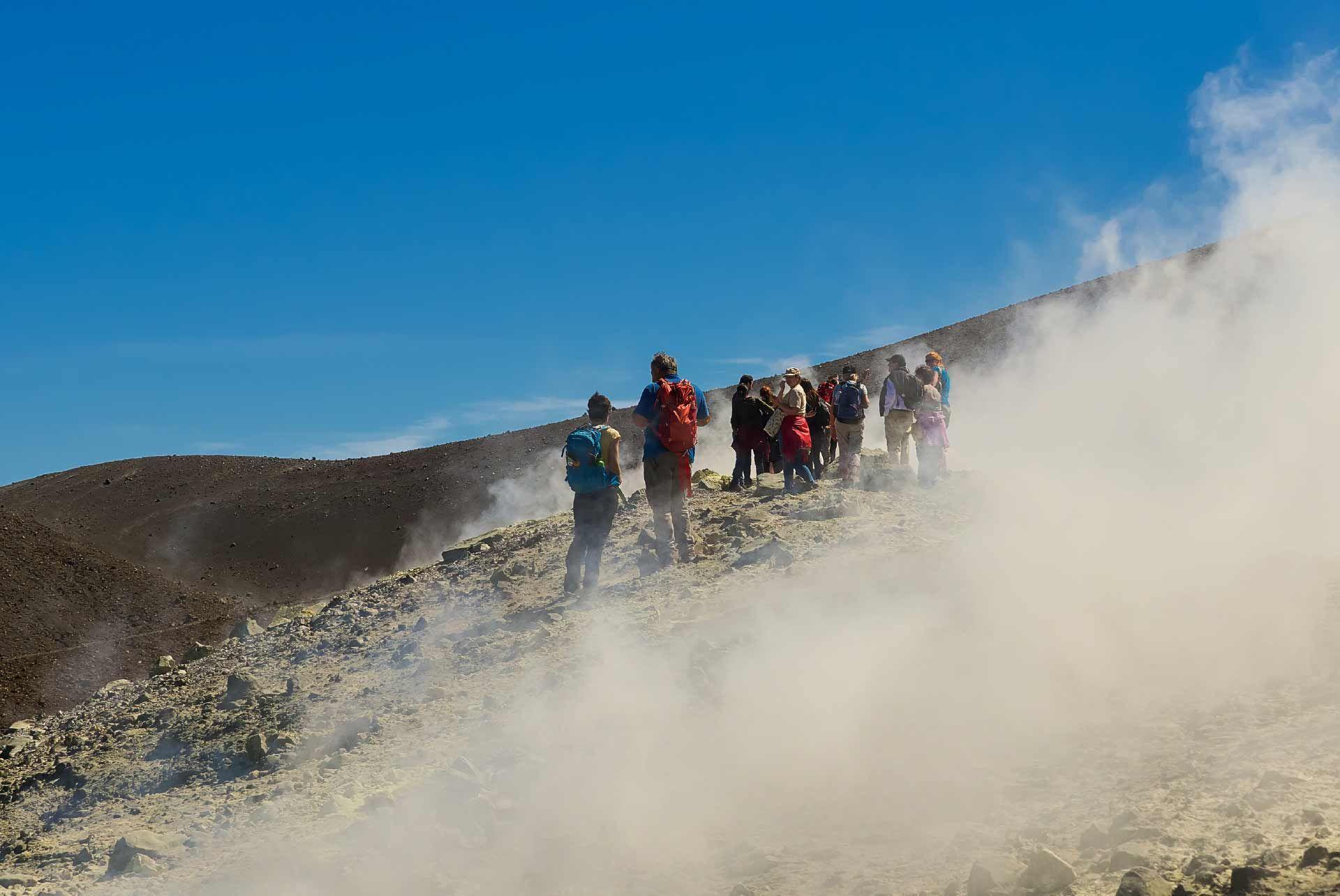 Vulcano Crater Walk