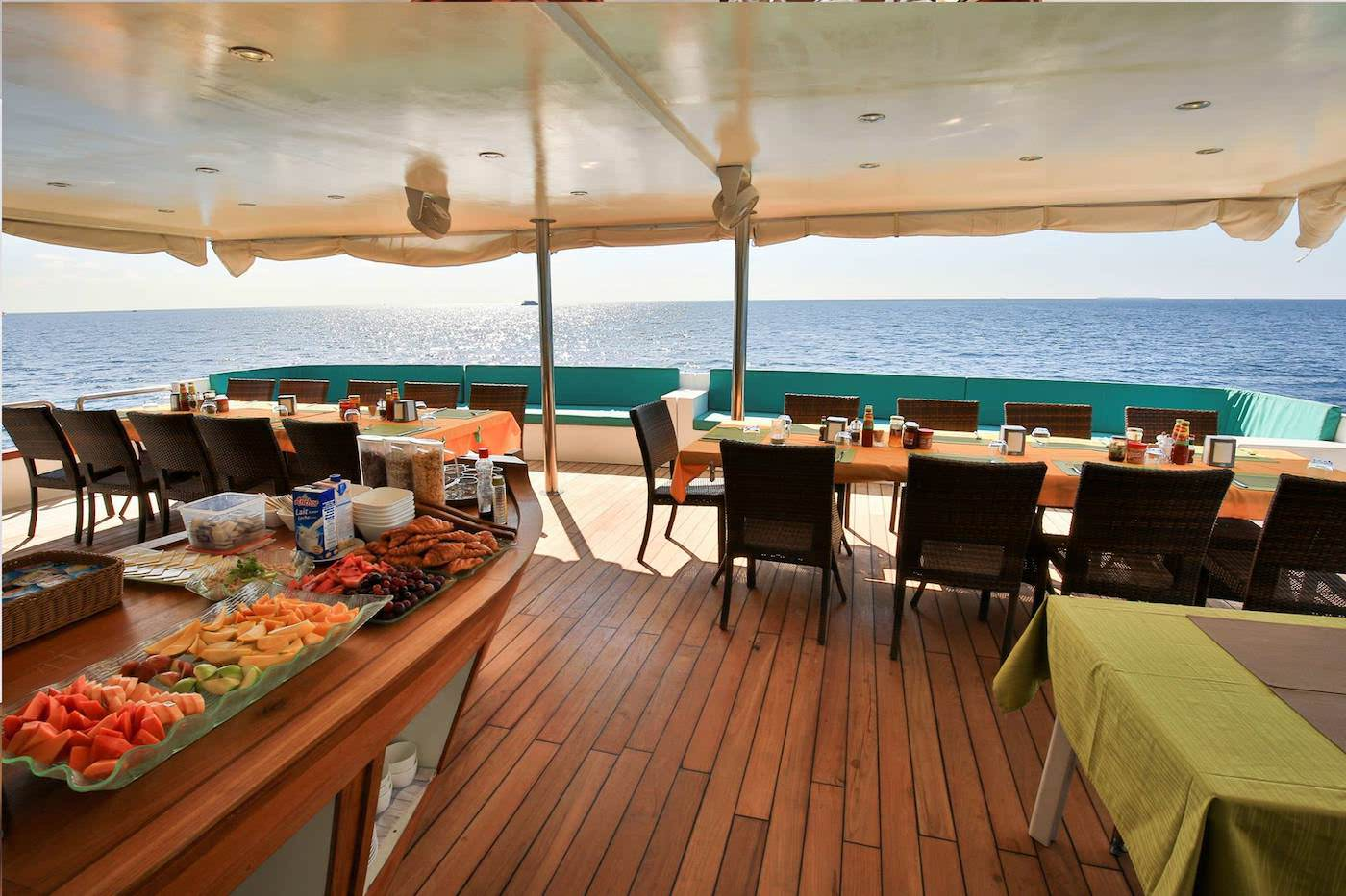 Carpe Novo Luxury Surf Charter Yacht Maldives dining