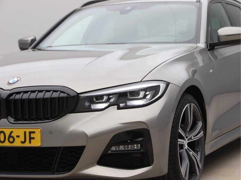 BMW 3 Serie Touring 318i Executive Model M Sport afbeelding 24
