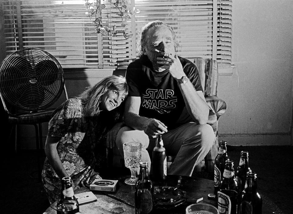 Чарльз Буковски сосвоей женой Линдой Ли, 1977. Источник: reddit.com