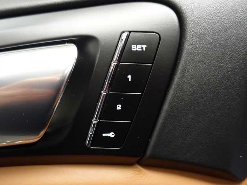 Porsche Cayenne 3.0 S E-Hybrid 334pk Sport Chrono Aut- Panodak, Bose, Leer, Camera, Full! afbeelding 12