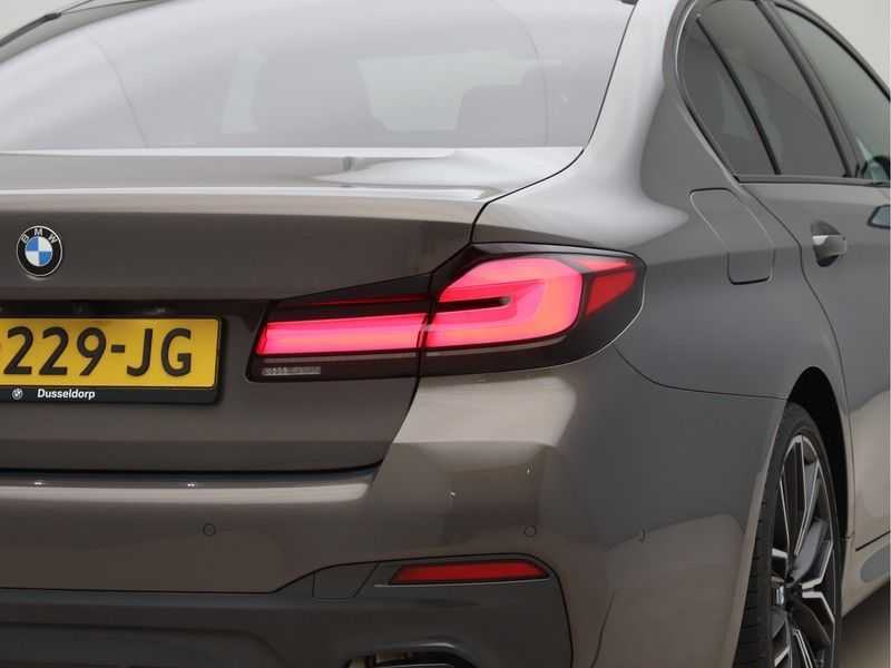 BMW 5 Serie 540i High Exe M-Sport afbeelding 24