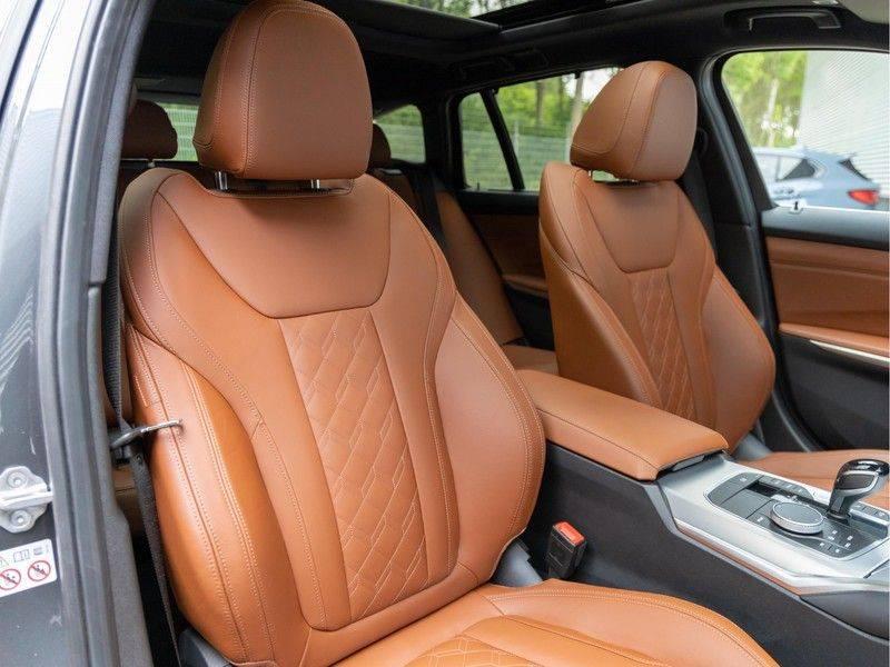 BMW 3 Serie Touring 330i M-Sport - Individual - Memoryzetels - Trekhaak - Panorama afbeelding 14