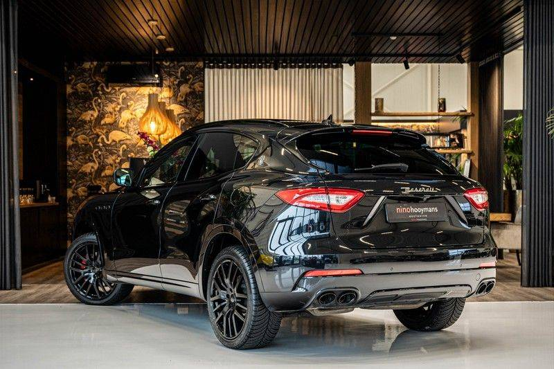 Maserati Levante 3.0 V6 D AWD | BTW | Black pack | Pano | Rood sticksel | Harman Kardon | Voertuigvolgsysteem | Nieuwe onderhoudsbeurt | afbeelding 3