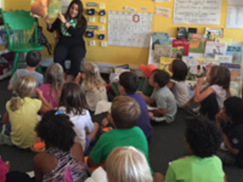Catalina Rincon teaching students.