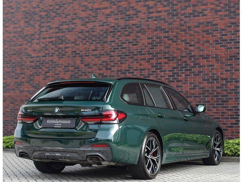 BMW 5 Serie 540i x-Drive *British Racing Green*HUD*Pano*Trekhaak* afbeelding 7