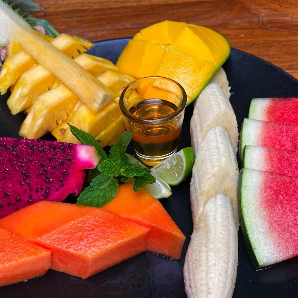 desserts: fruit plate