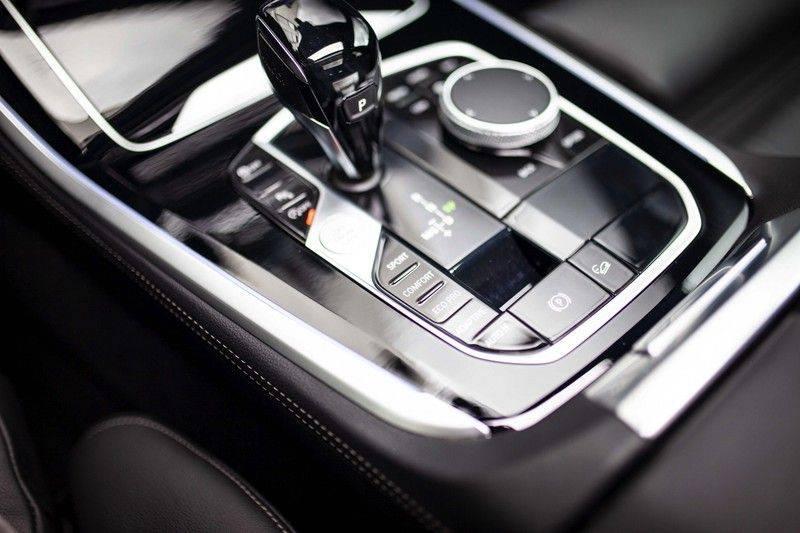 BMW X5 xDrive30d High Executive *M Pakket / Laser / Pano / HUD / Keyless / Trekhaak* afbeelding 22