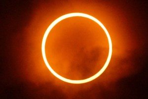 gerhana matahari besi beton