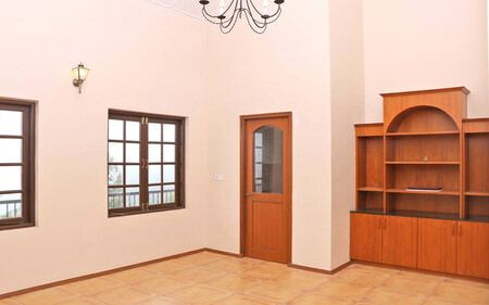 LARGE ROOMS AND SPACES