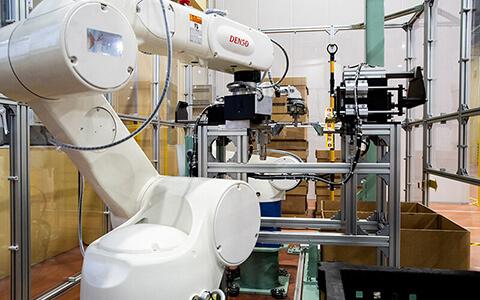 アイシン・エィ・ダブリュ株式会社様 ロボット導入事例