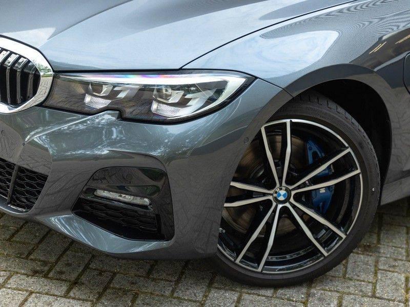 BMW 3 Serie Touring 330e xDrive M-Sport - Panorama - Active Cruise - Harman Kardon - Camera afbeelding 8