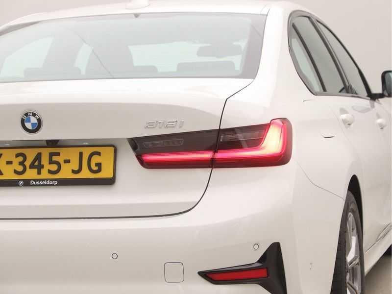 BMW 3 Serie Sedan 318i Executive Sport Line Automaat afbeelding 22