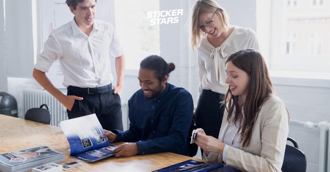 Betriebsklima verbessern: Stickeralben helfen spielerisch dabei