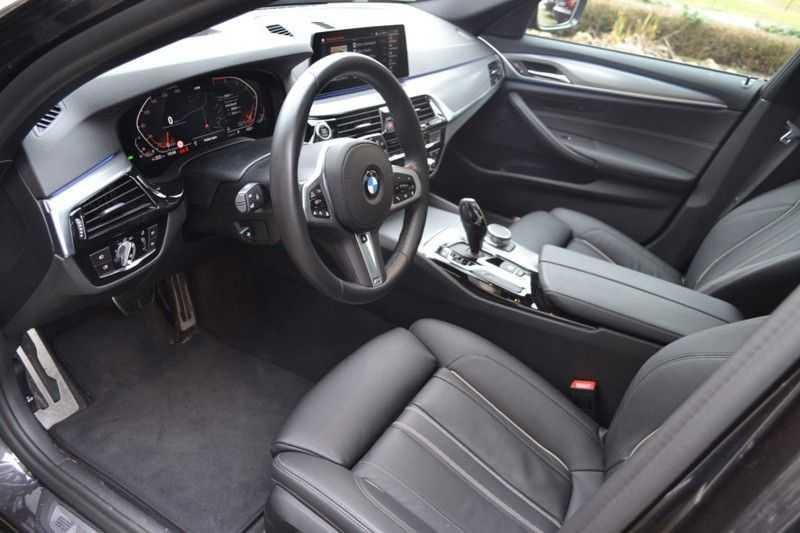 BMW 5 Serie 530i High Executive M-Sport / Pano Dak / ACC / Hud afbeelding 9