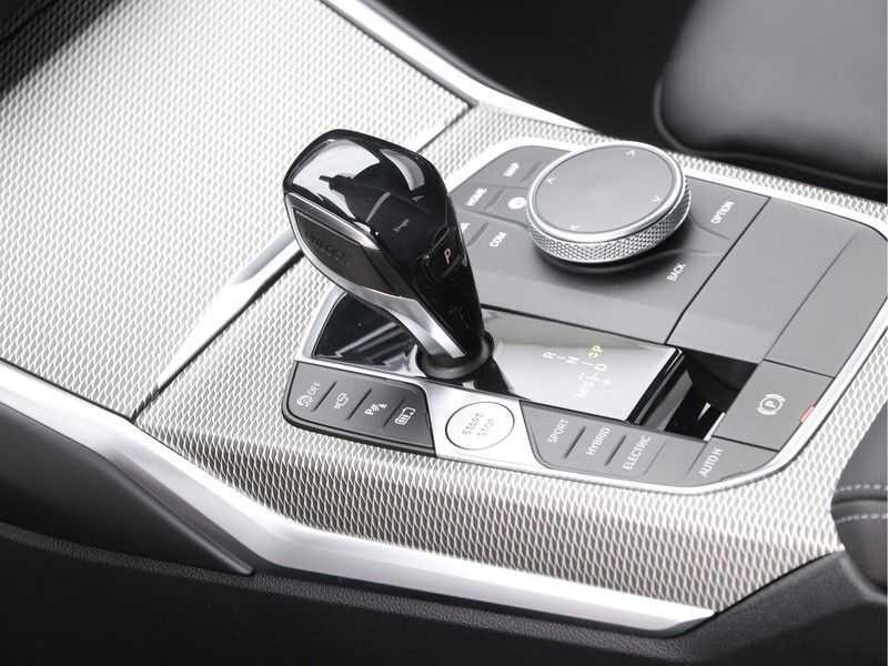 BMW 3 Serie 330e High Exe M-Sport Aut afbeelding 21