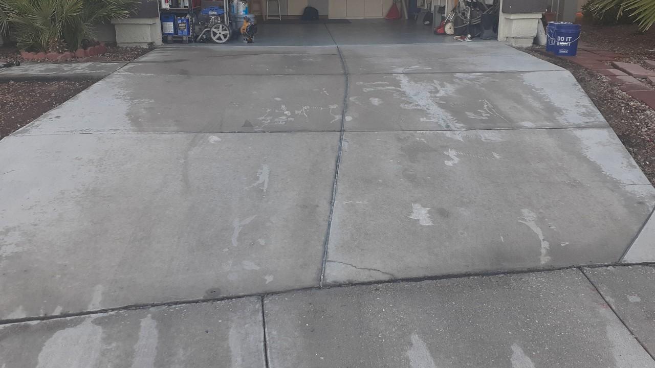 concrete-driveway-restoration--cleaning-01