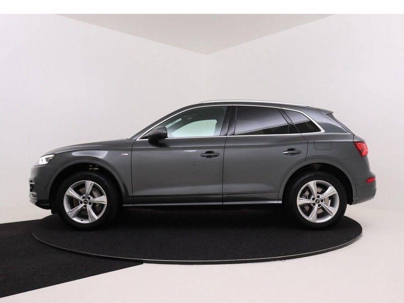 Audi Q5 50 TFSI e 299 pk quattro S edition   S-Line  Assistentiepakket City/Parking/Tour   360* Camera   Trekhaak wegklapbaar   Elektrisch verstelbare/verwambare voorstoelen   Adaptive Cruise Control   Verlengde fabrieksgarantie afbeelding 6