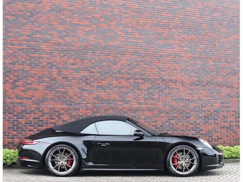 Porsche 911 Cabrio Carrera 4S *ACC*Bose*Chrono*Vierwielbesturing*Camera*Vol!* afbeelding 17