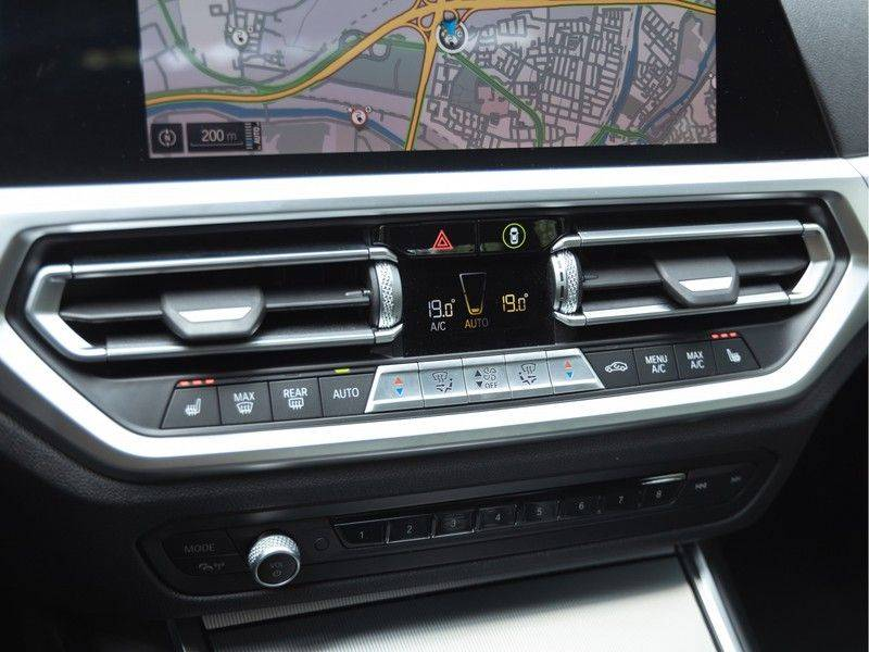 BMW 3 Serie 330e M-Sport - Individual - Dak - ACC - Harman Kardon - Trekhaak afbeelding 25