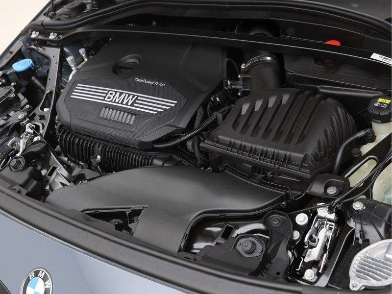 BMW 1 Serie 120i High Exe M-Sport Aut. afbeelding 4