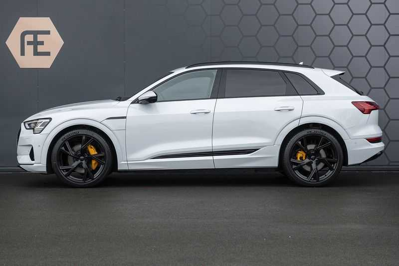 "Audi e-tron e-tron 55 quattro advanced Pro Line S 4% bijtelling!! DEC. 2018!! € 146,- netto bijtelling pm! Head-up + B&O etc. Tot januari 2024 4% bijtelling!! Prijs inclusief 22"" velgen afbeelding 3"