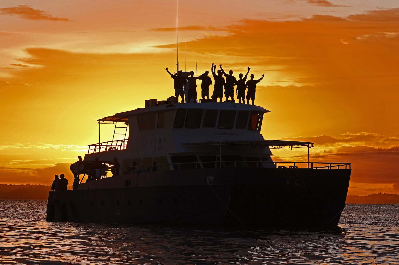 Sibon Baru Surf Charter Catamaran Mentawai Telos Banyaks Sunset