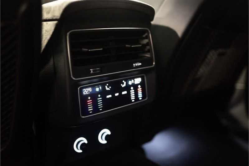 Audi RS Q8 quattro 4.0 TFSI BTW-CARBON-CERAMIC-PANO afbeelding 24