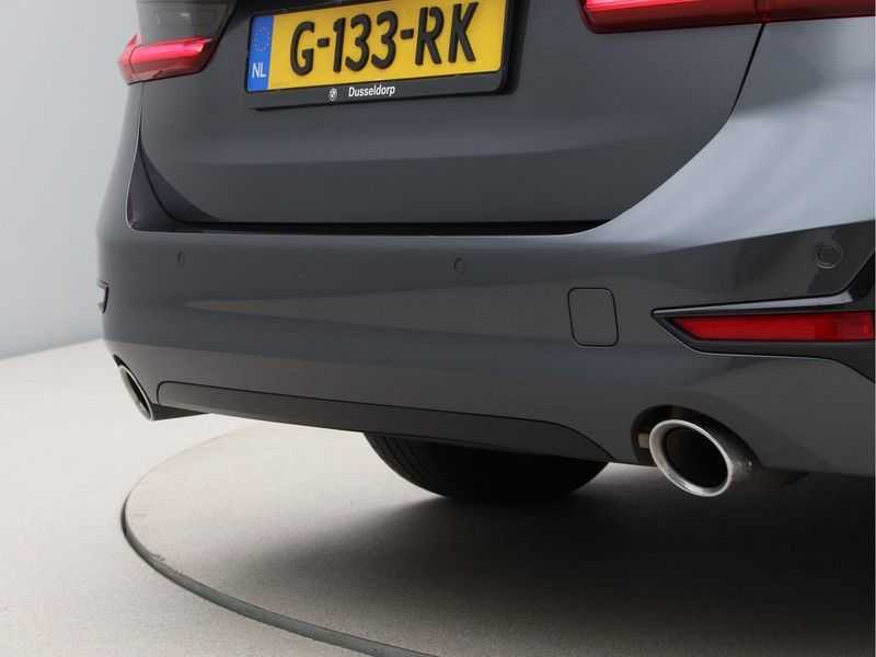 BMW 3 Serie Touring 330i Executive Edition afbeelding 16