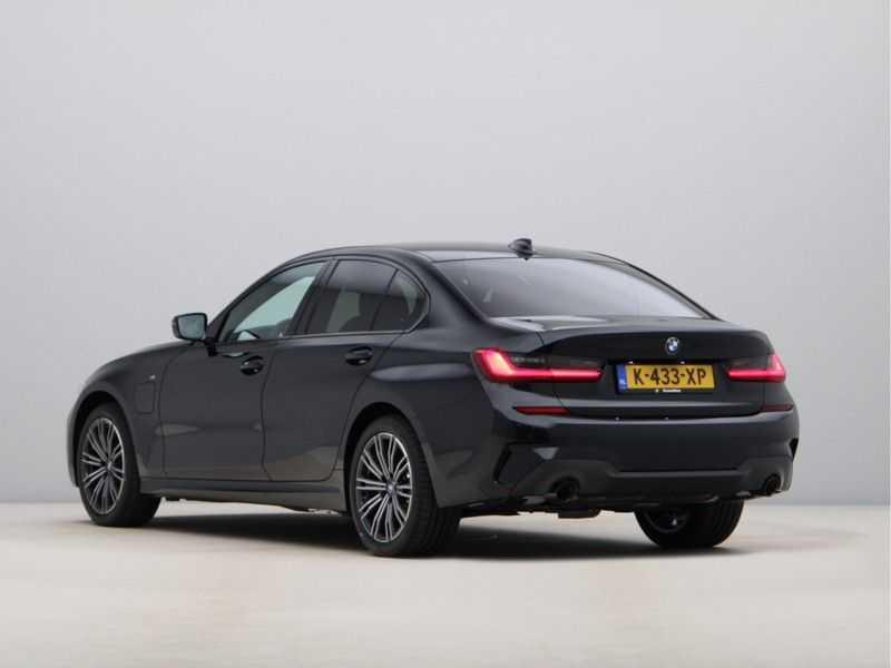 BMW 3 Serie 320e High Exe M-Sport Hybrid afbeelding 19