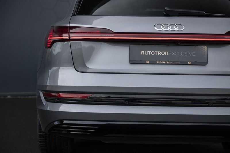 "Audi E-tron 55 e-tron quattro Advanced Pro Line S DECEMBER 2018!! € 146,- netto bijtelling pm! Head-up + B&O etc. Tot januari 2024 4% bijtelling!! Prijs inclusief 22"" velgen afbeelding 12"