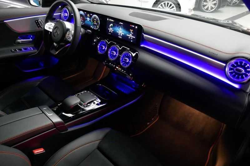 Mercedes-Benz CLA-Klasse Shooting Brake 200 d /// AMG Edition 1 Nightpakket - Sfeer verlichting afbeelding 24