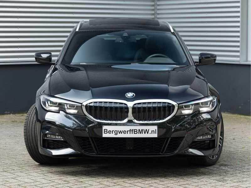 BMW 3 Serie Touring 330i M-Sport - Panorama - Trekhaak - Camera - Harman Kardon afbeelding 7