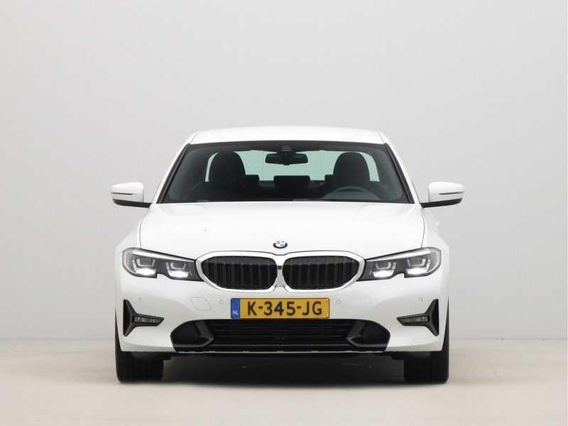 BMW 3 Serie Sedan 318i Executive Sport Line Automaat afbeelding 2